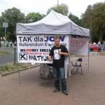 Tomek Depczuyński przy namiocie