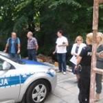 mieszkąńcy i policja