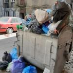 tak dba właściciel o lokatorów Sterty śmieci na podwórzu