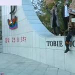 strajk kobiet dewastacja pomnika PP